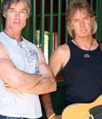 El bajista Ronn Moss junto a Peter Beckett
