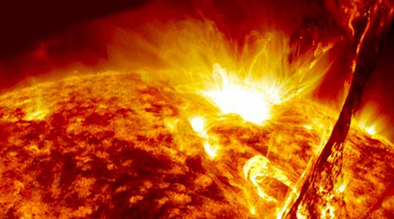 Video muestra el momento que un cometa impacta con el Sol