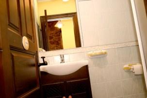 Baño para uso de la cocina y el salón
