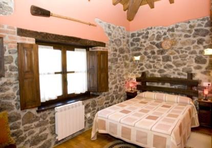 Habitación que hace referencia a la canción Asturiana y a la sidra