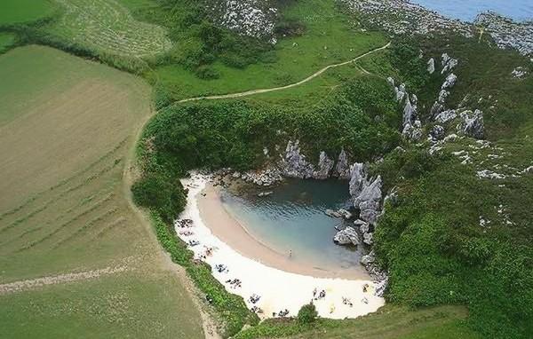 Playa de Gulpiyuri Asturias