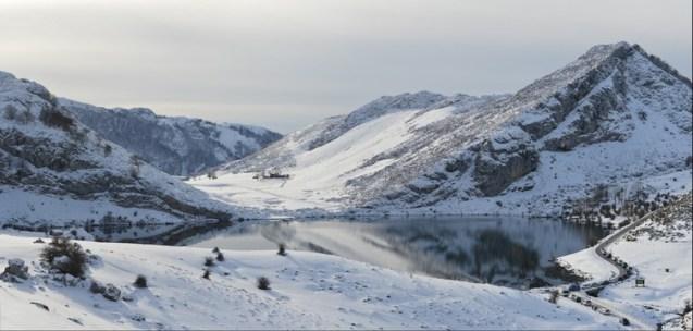 Nevada lagos de Covadonga