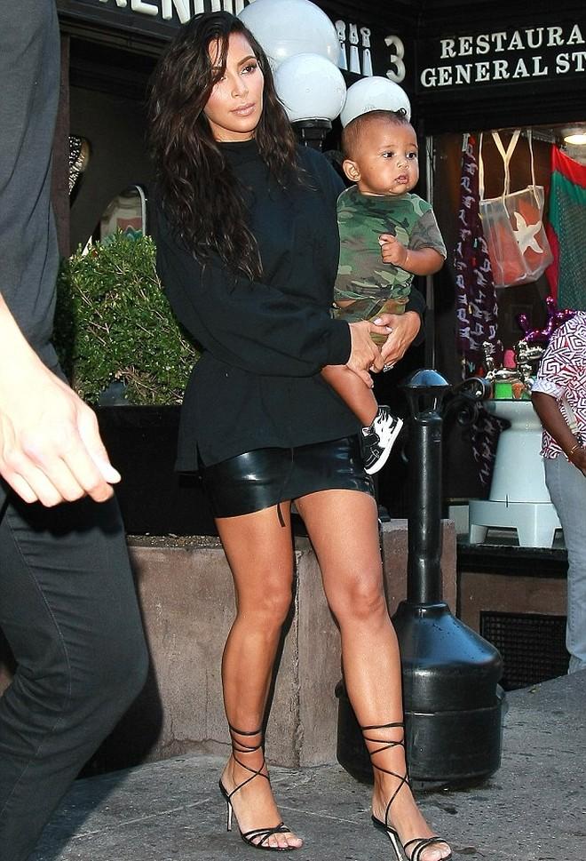 Fotos de la familia Kardashian West en Nueva York Saint y North en los brazos de sus padres  El Runrun