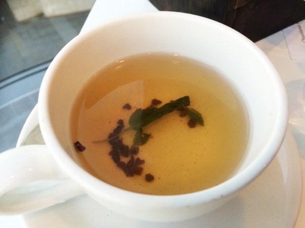 Cocoa nib and mint infusion tea