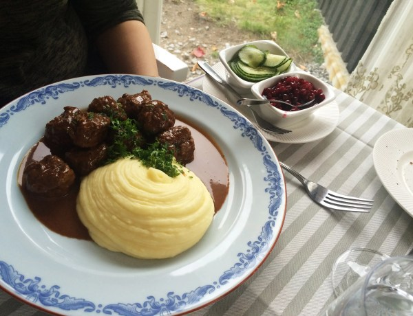 Meatballs with cream sauce, lingonberries, pickled cucumber & mashed potatoes