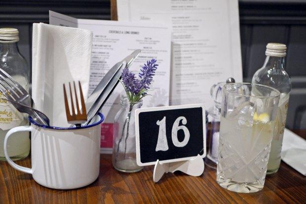 English Lounge table setting