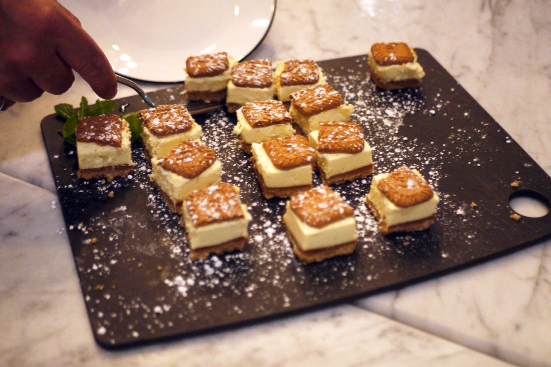 Lotus Biscoff Cheesecake (£5.35) (v)