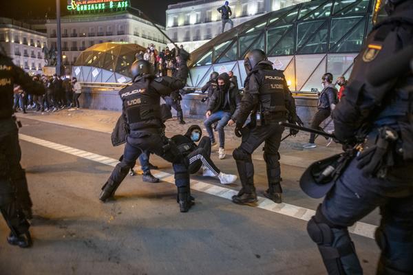 Manifestación en Madrid contra el encarcelamiento del rapero Pablo Hasél. - 12