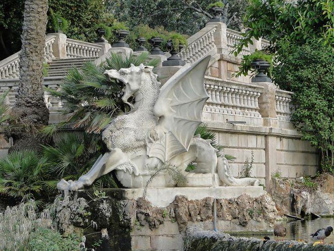 Escultura de un dragón en la Fuente de la Cascada del Parque de la Ciudadela, Barcelona. Fuente : Wikipedia