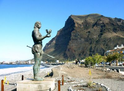 800px-La_Gomera_Valle_Gran_Rey_Statue