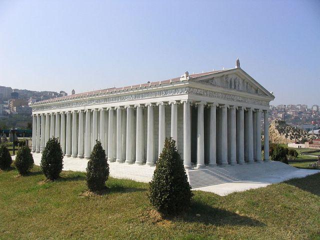 Modelo del Templo de Artemisa, Parque de las Miniaturas, Estambul, Turquía.