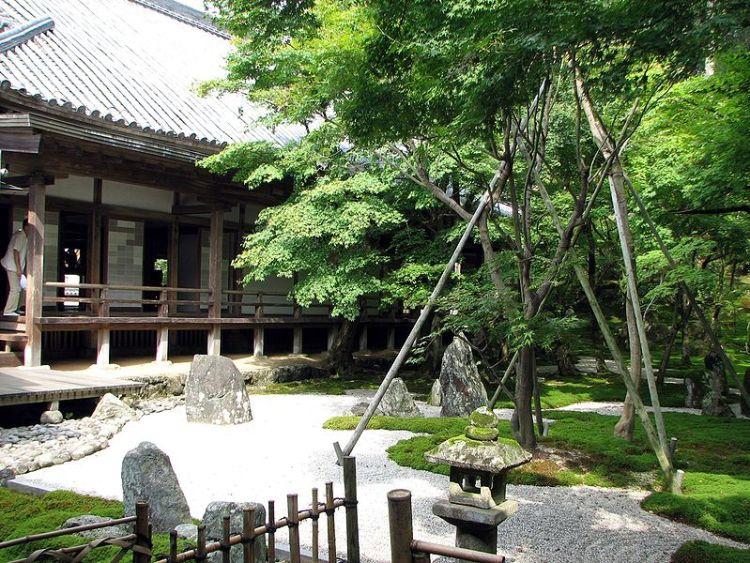 800px-Komyozenji_temple_garden_1