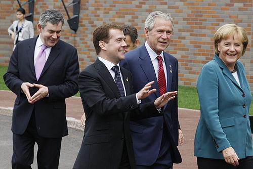 Dmitry_Medvedev_at_the_34th_G8_Summit_7-9_July_2008-43
