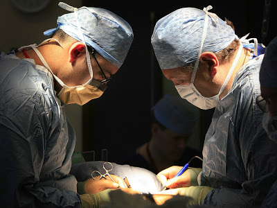 Doctors Perform First Liver And Kidney Transplants From HIV+ Donor