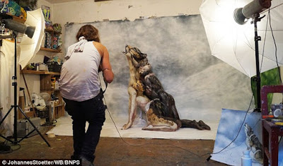 Bodypainter transforms three naked women into a howling Wolf  2