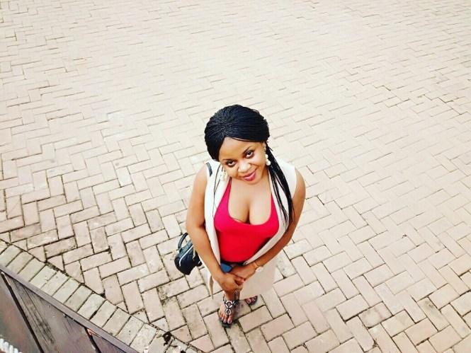 Elsie Godwin in Agodi Gardens - Nigerian Blogger - Elsieisy blog