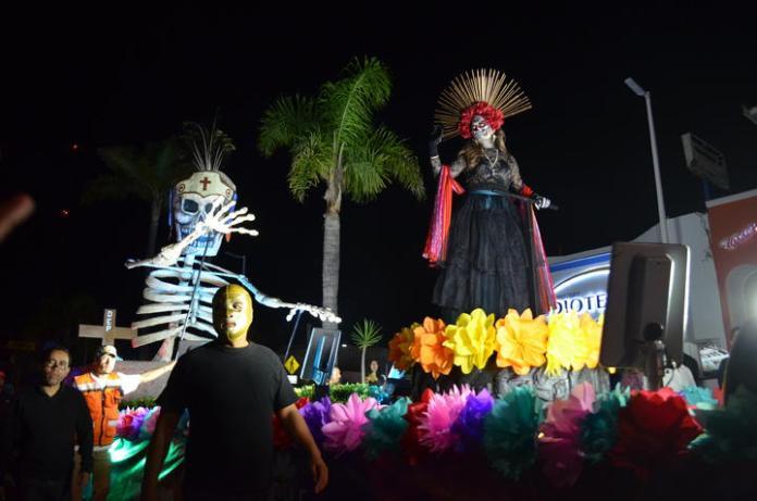 Resultado de imagen para El desfile se desarrollo en la avenida 20 de noviembre. durango