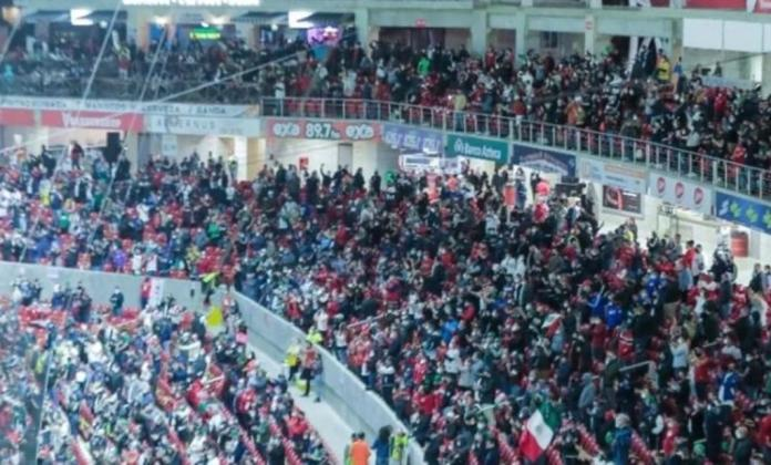 They forget about the pandemic and crowd Mazatlán stadium