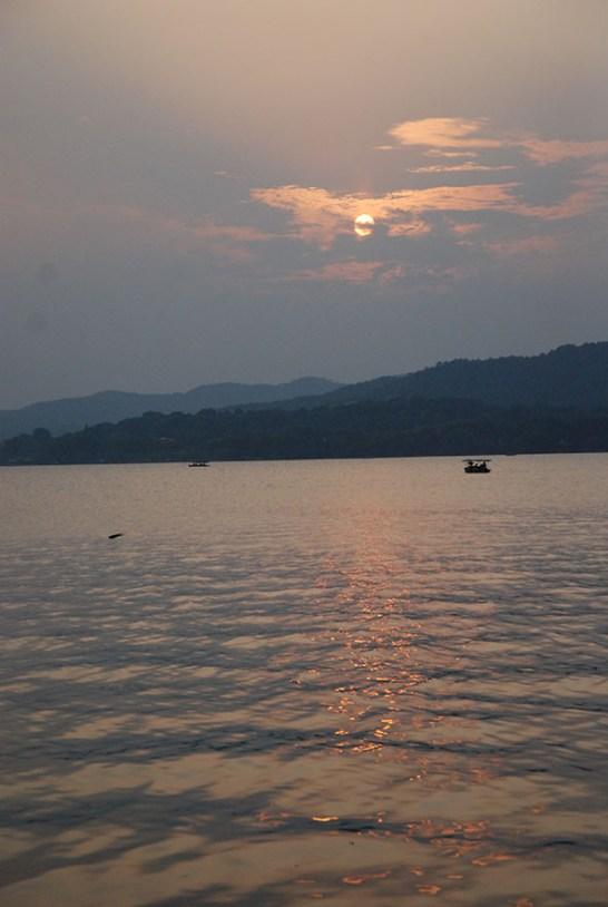West lake Hangzhou zonsondergang