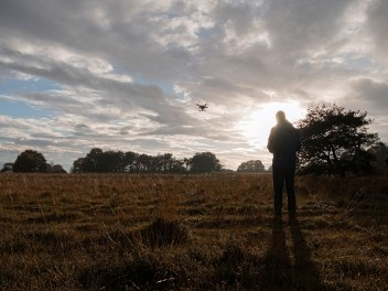 Met de drone vliegen in Dwingelderveld Nederland