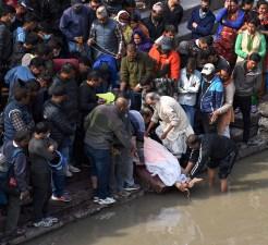 Crematie ceremonie bij de Bagmati rivier bij Pashupatinath tempel