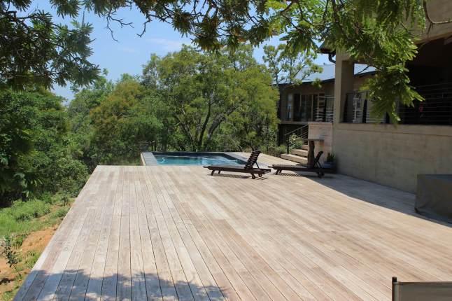 Southern-Cross_pool_deck-4752