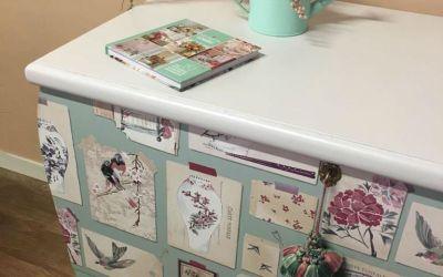 Como decorar un baúl con pintura y papel paso a paso pintamos y empapelamos un baúl antiguo