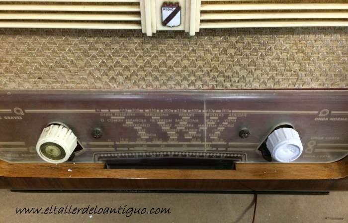 12-reproducir-boton-de-radio-antigua