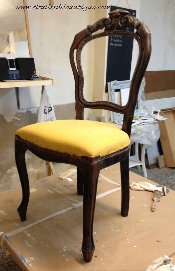 3-doramos-una-silla-con-papel-de-oro