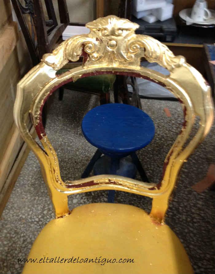 5-doramos-una-silla-con-papel-de-oro