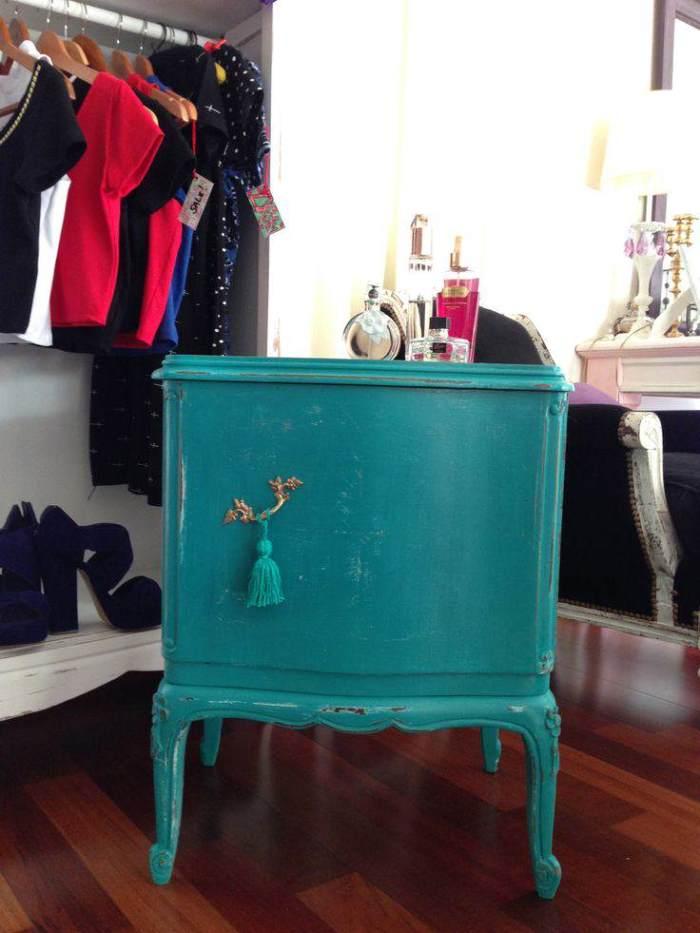 Pintar muebles de azul turquesa el taller de lo antiguo for Pintar un mueble de blanco