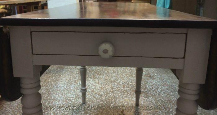 11-pintar-una-mesa-de-caoba-con-elegancia