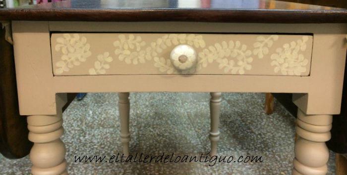 Pintar una mesa de caoba, con elegancia