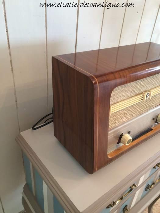 21-reproducir-boton-de-radio-antigua
