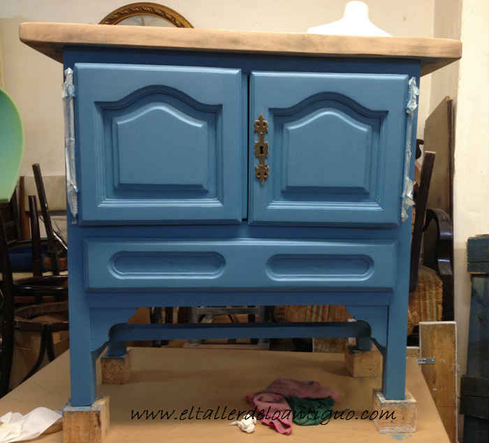 3-Pintamos-en-Azul-Altea-un-Mueble-de-Tele