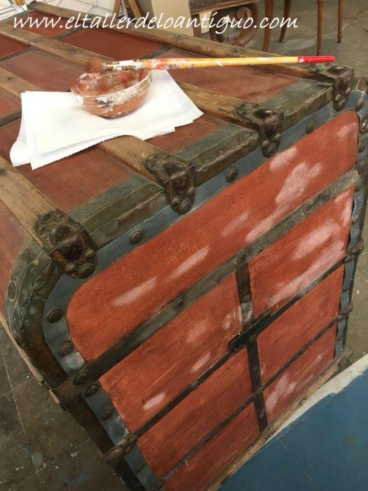daños en la gutapercha de pintura, restauración de un baúl de tejido gutapercha