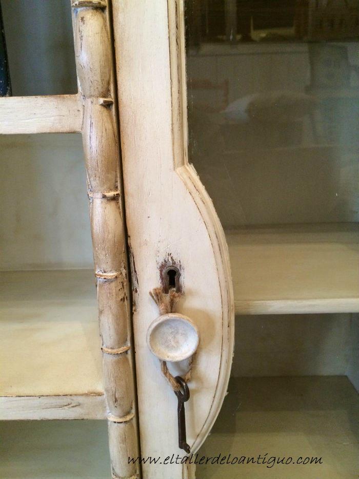 5-Pintar-mueble-rustico-en-blanco
