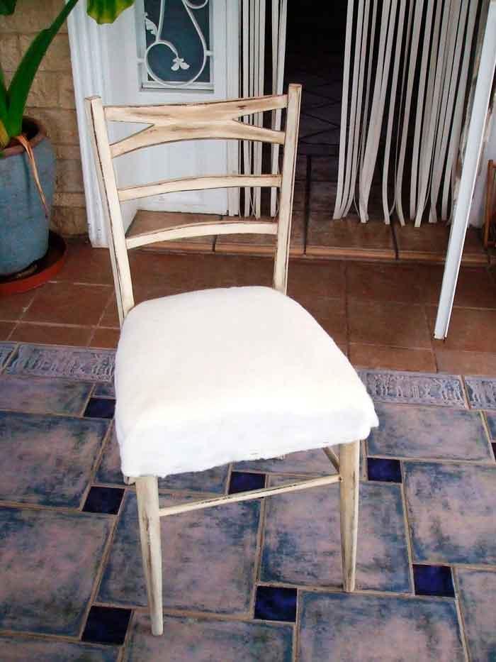 proceso de restauración de una silla vieja a estilo vintage