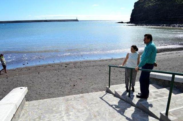 Angel Luis Castilla y Angelica Padilla durante una visita a las obras de la Playa de San Sebastián