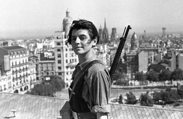Marina Ginestà, en la épica fotografía tomada en la terraza del Hotel Colón de Barcelona