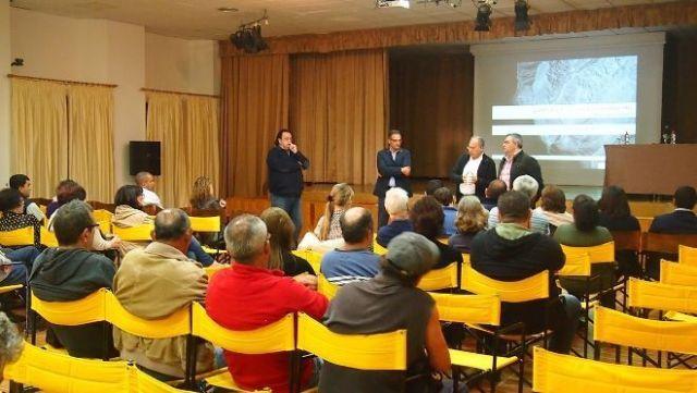Reunion con vecinos de Valle Gran Rey sobre el Mirador Juan Rejon