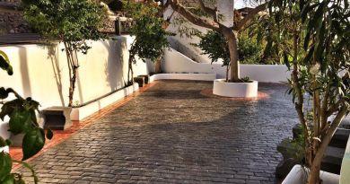 La Plaza de La Castellana en Hermigua se recupera de  años de abandono y tres meses de obras