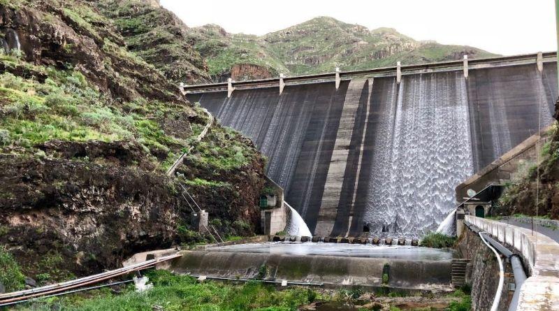 Reportaje semanal: Oro líquido para las presas de La Gomera