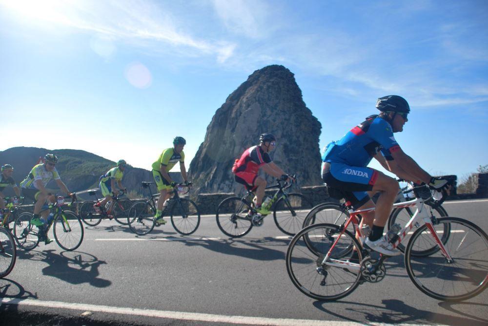 Resultado de imagen de El Cabildo organiza una nueva sesión de primeros auxilios y seguridad vial para los clubes ciclistas de La Gomera