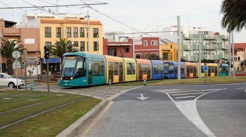 Los trabajadores del tranvía mantienen la huelga indefinida en los días con más asistencia al Carnaval chicharrero