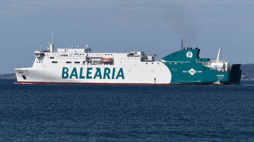 Un ferry con casi 400 pasajeros procedente de Ibiza encalla en un puerto provocando pánico a bordo