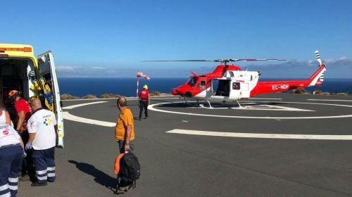 Un helicóptero del GES rescata a una mujer tras una caída en un sendero en La Gomera