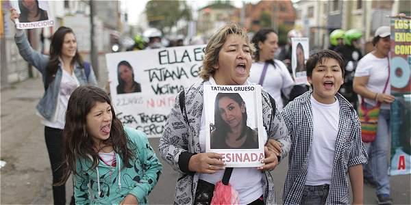 La muerte de Tatiana Grueso a manos de su pareja sacó a la calle a todos su familiares, en protesta contra el crimen.