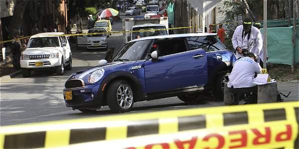 Los dos ocupantes de este carro fueron asesinados a bala en el sur de Cali.