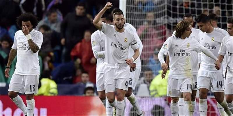 Jugadores del Real Madrid celebran uno de los goles en la victoria 3-0 contra Villareal.
